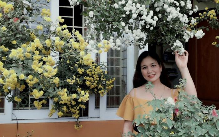 Ngôi nhà ngập tràn sắc hoa đua nhau khoe sắc đón xuân mới ...