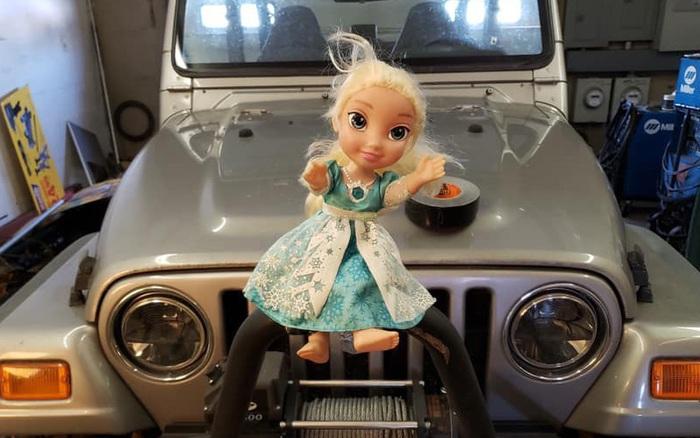Con gái nhận được quà là búp bê Elsa, nhiều năm sau gia ... - xs thứ hai