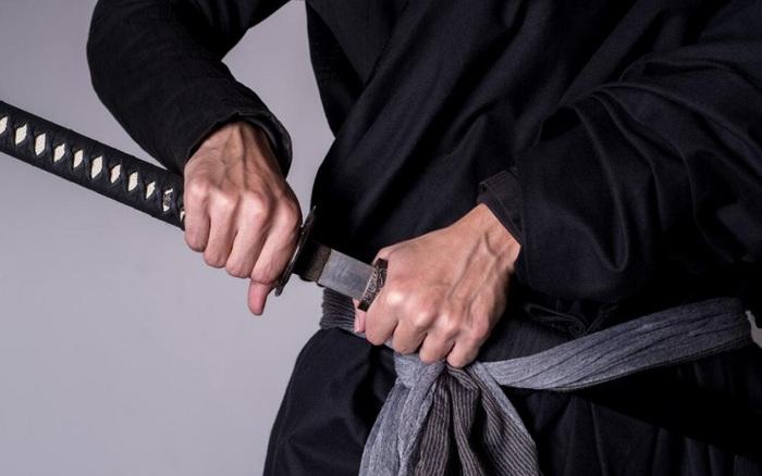 Ông chồng Mỹ đòi tòa án cho đấu kiếm với vợ cũ để giải quyết tranh ...