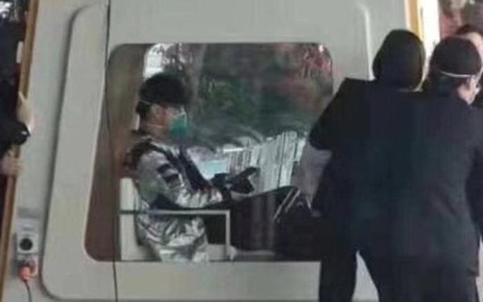 Thực hư hình ảnh Châu Kiệt Luân phải ngồi trong xe cách ly tại ...