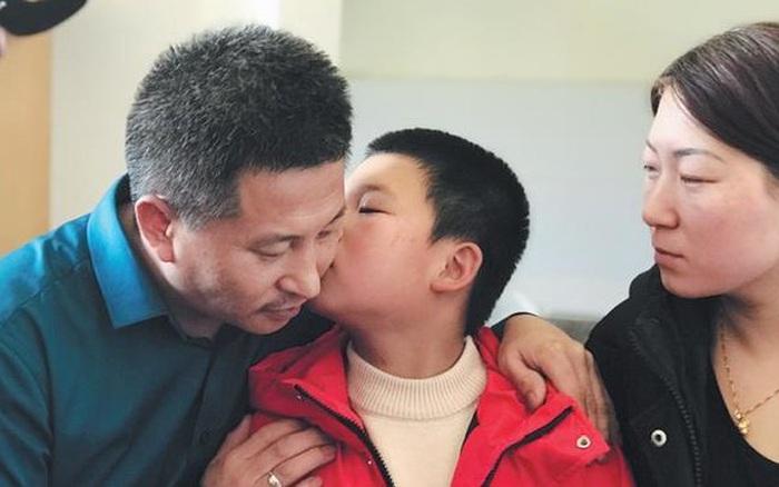10 năm đi tìm con trai bị bắt cóc, người đàn ông đã đi qua ...