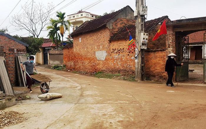 Thuốc khử trùng bao trùm làng quê có nhiều người nhiễm nCoV ...