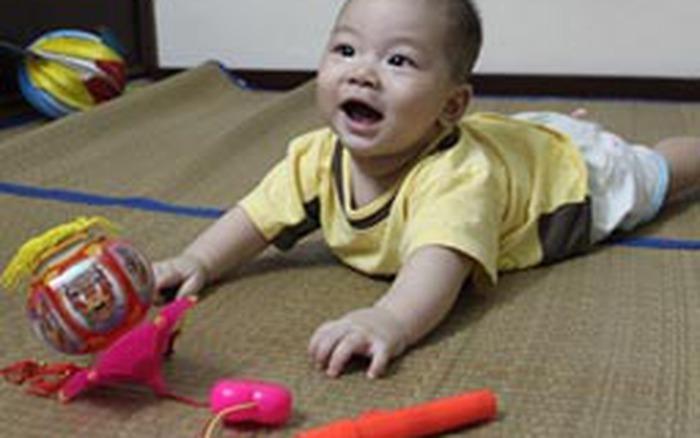Khoe nhà mình: Chị Minh Trang giúp mẹ chăm em khéo
